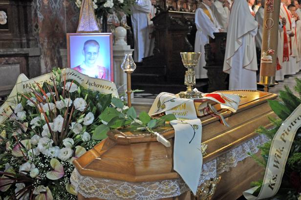 Tłumy na pogrzebie młodego księdza[FOTO] - Zdjęcie główne
