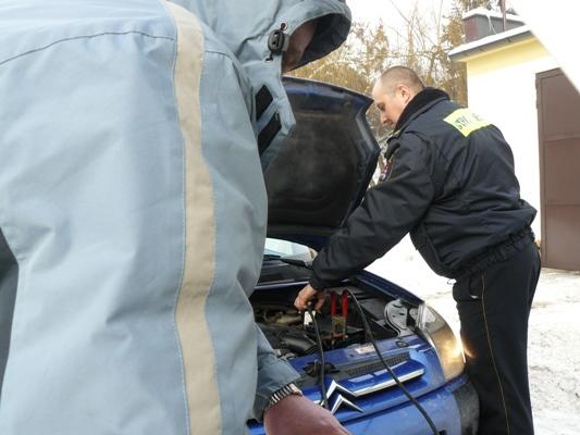 Strażnicy miejscy pomogą odpalić wam auto - Zdjęcie główne