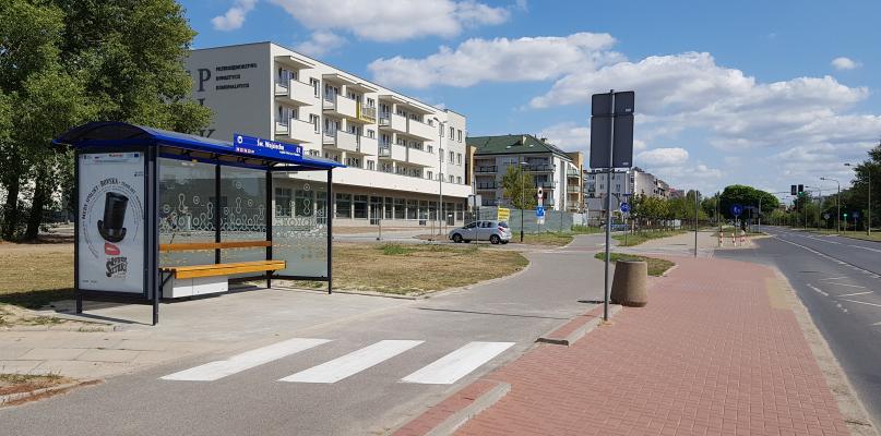 Wsiąść do autobusu czy uniknąć potrącenia? Mieszkańcy się skarżą - Zdjęcie główne