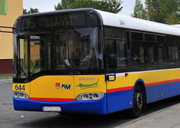 Autobus zatrzyma się koło dworca i Tesco - Zdjęcie główne