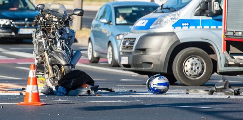 Wypadek koło dworca. Ranny motocyklista - Zdjęcie główne