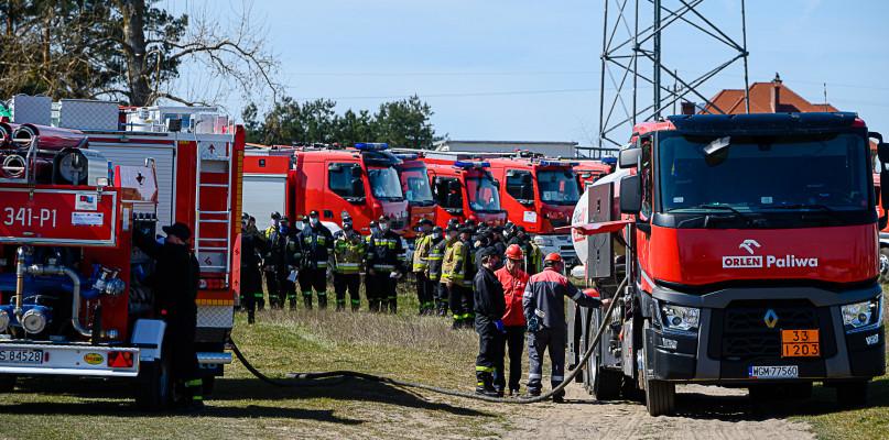 ORLEN zatankuje wozy strażackie. Koncern pomaga walczyć z pożarem Biebrzańskiego Parku Narodowego - Zdjęcie główne