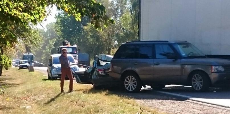 Cztery samochody zderzyły się w Imielnicy. Są ranni  - Zdjęcie główne