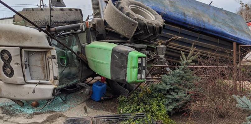 Wyciek oleju po zderzeniu ciężarówki z ciągnikiem - Zdjęcie główne