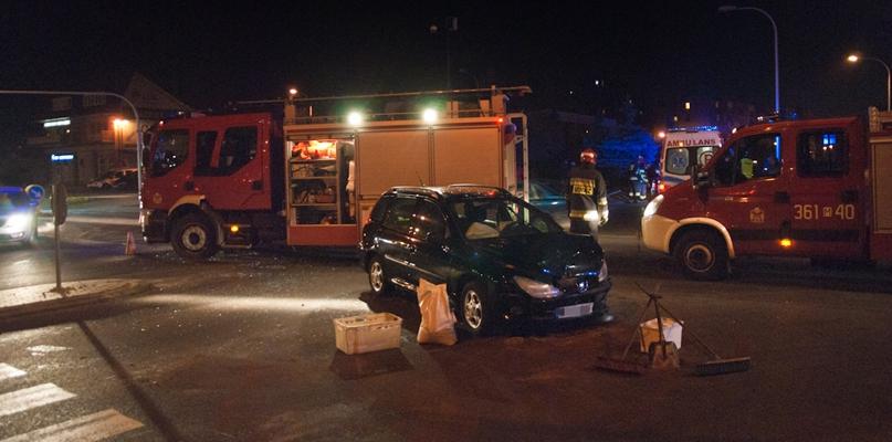 Zderzenie samochodów w Alejach. Kierowca, który zawinił, trafił do szpitala - Zdjęcie główne