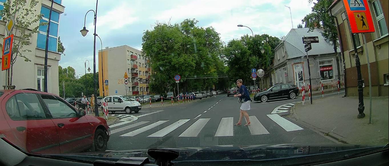 Niebezpieczna sytuacja na przejściu dla pieszych. Kierowca został ukarany [WIDEO] - Zdjęcie główne