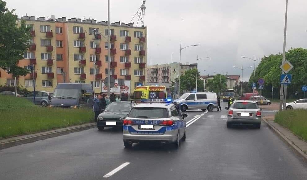 Potrącenie pieszej na przejściu. Kobieta w ciężkim stanie trafiła do szpitala - Zdjęcie główne