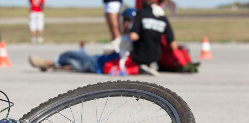 Tragiczny wypadek. Rowerzysta potrącony przez samochód - Zdjęcie główne