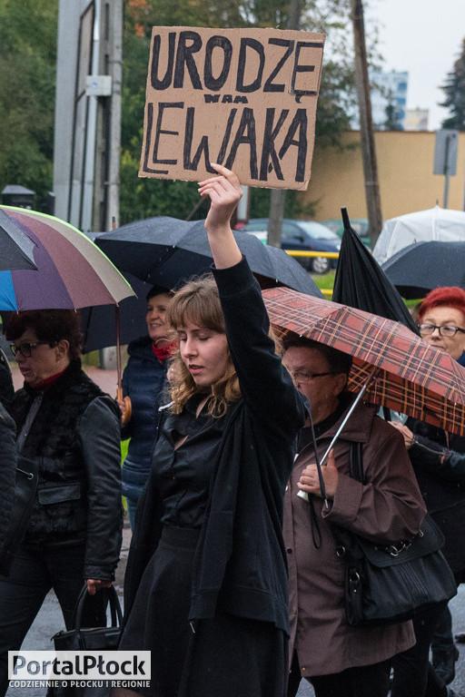 Czarny Wtorek. Marsz ulicami Płocka - Zdjęcie główne