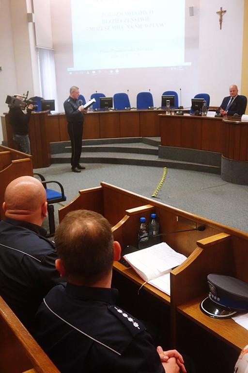 Policjanci zorganizowali debatę - Zdjęcie główne