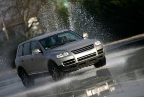 Bezpiecznie do celu – nowoczesne rozwiązania, które chronią współczesne samochody - Zdjęcie główne
