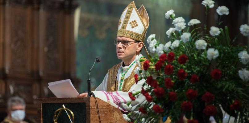 Biskup Milewski: Powinien nas łączyć szacunek do drugiego człowieka  - Zdjęcie główne