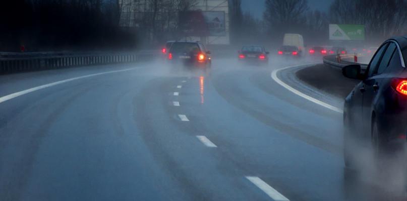 Uważajcie! Na drogach może się zrobić niebezpiecznie, wydano ostrzeżenie - Zdjęcie główne
