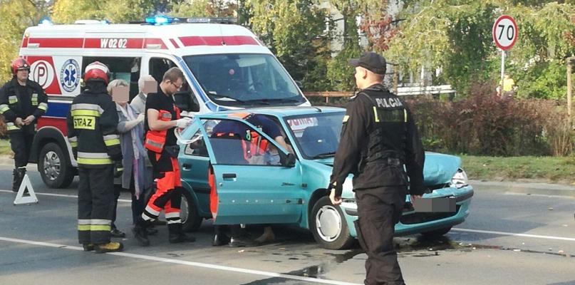 Kierowca najechał swoim samochodem na tył drugiego auta [FOTO] - Zdjęcie główne