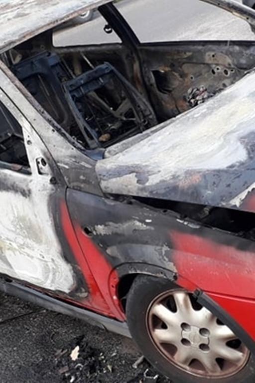 Spłonął samochód na jednym z osiedli - Zdjęcie główne