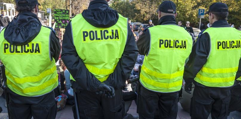 Ponad 20 interwencji policji. Lekceważenie obostrzeń kończy się mandatem - Zdjęcie główne