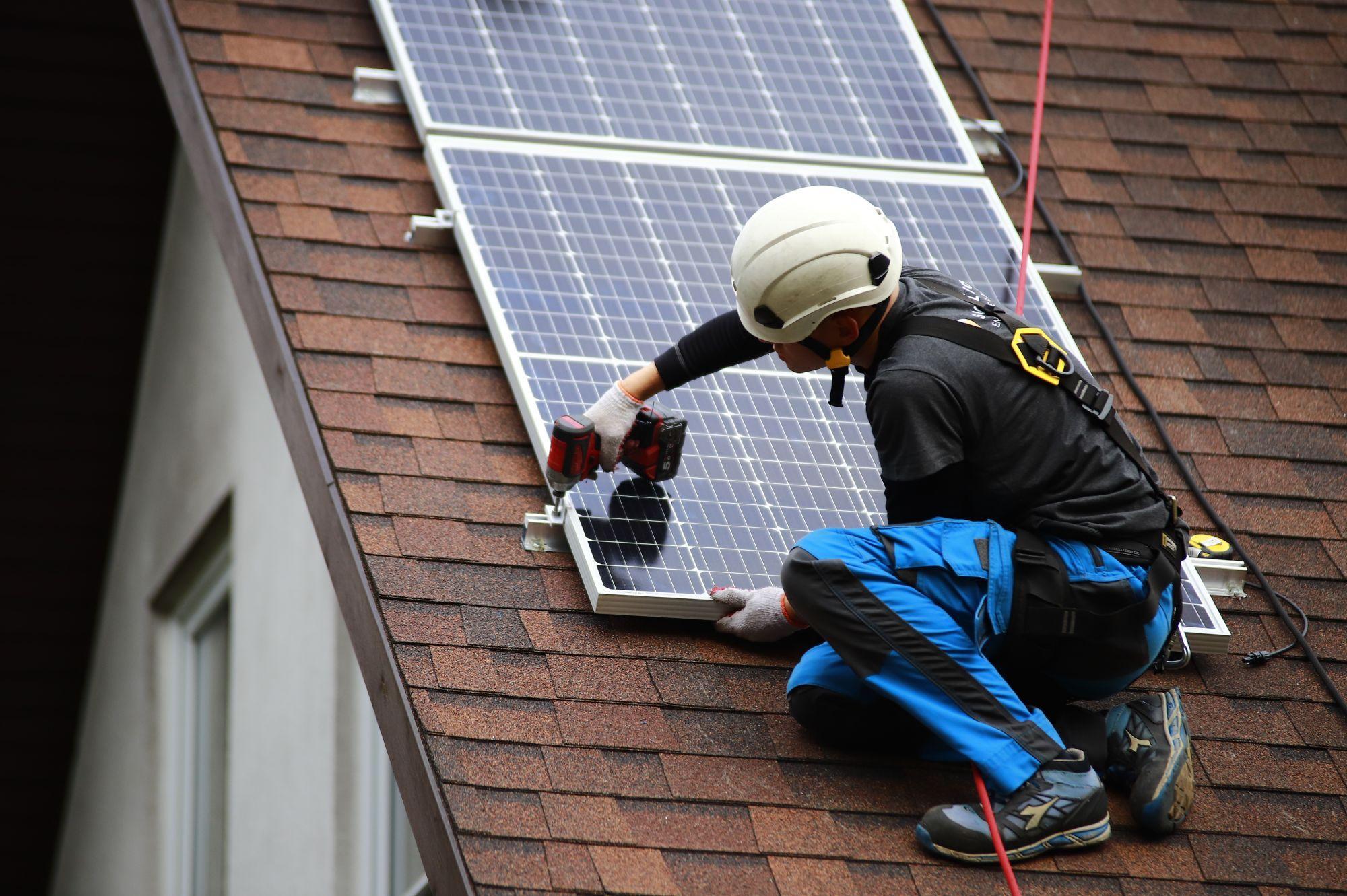 Panele słoneczne - inwestycja lepsza niż lokata i gra na giełdzie - Zdjęcie główne