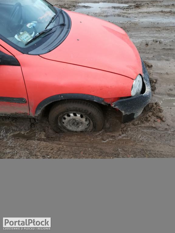 Uszkodził auto na drodze gminnej. - Zdjęcie główne