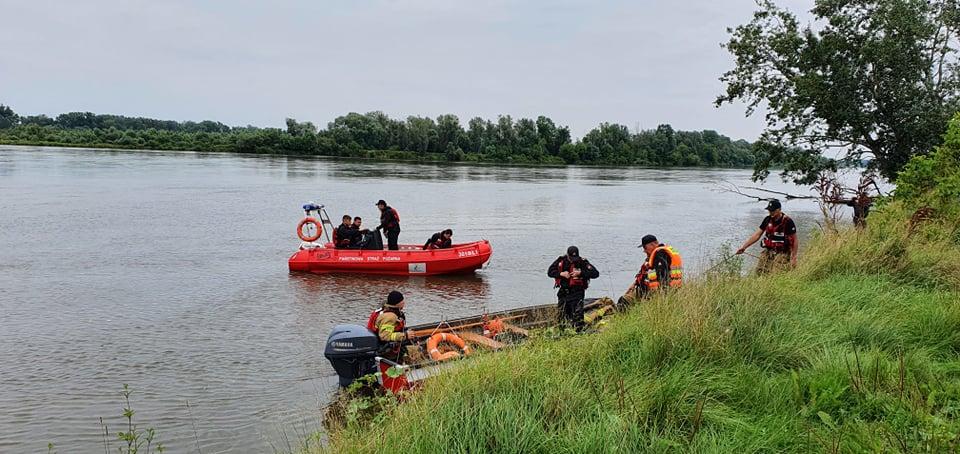 Strażacy wznowili poszukiwania mężczyzny, który wpadł do Wisły [ZDJĘCIA][FILM] - Zdjęcie główne