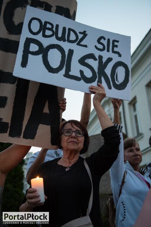 Protest przed sądami - ciąg dalszy - Zdjęcie główne