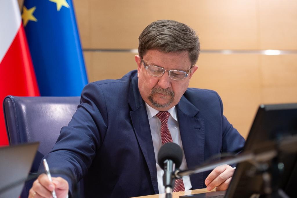 Bezzwrotne dotacje dla firm oraz niskooprocentowane kredyty (0,1%) od Urzędu Marszałkowskiego w Łodzi [WIDEO] - Zdjęcie główne