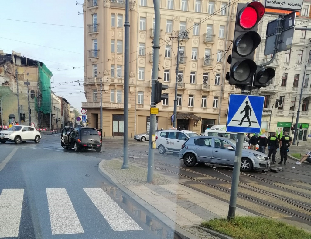 Wypadek Łódź. Zderzenie pojazdów na Narutowicza - Zdjęcie główne