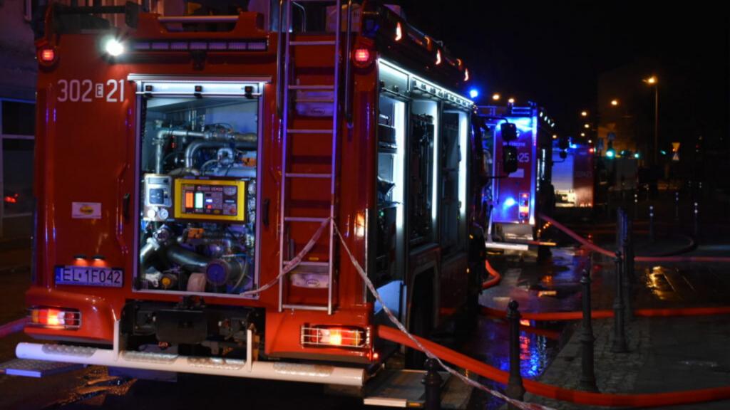 Śmiertelny pożar w bloku na Gogola w Łodzi. Strażacy znaleźli zwęglone ciało kobiety - Zdjęcie główne