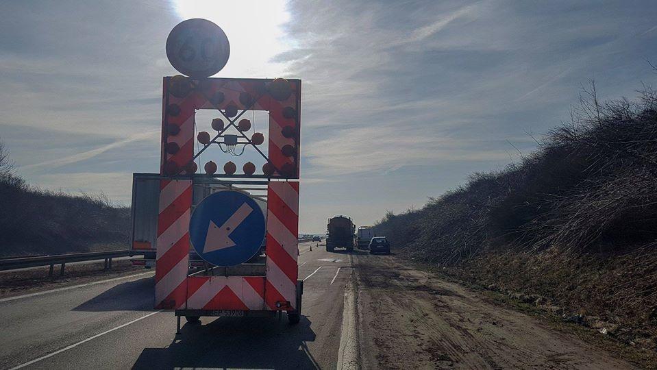 Uwaga! Zatrzymania ruchu na autostradzie A1. Zaawansowane prace przy budowie wiaduktu - Zdjęcie główne