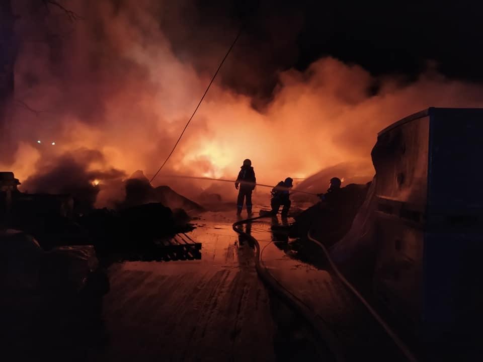 Nocny pożar w Aleksandrowie Łódzkim. Strażacy walczyli z ogniem przez 6 godzin! [WIDEO | ZDJĘCIA] - Zdjęcie główne