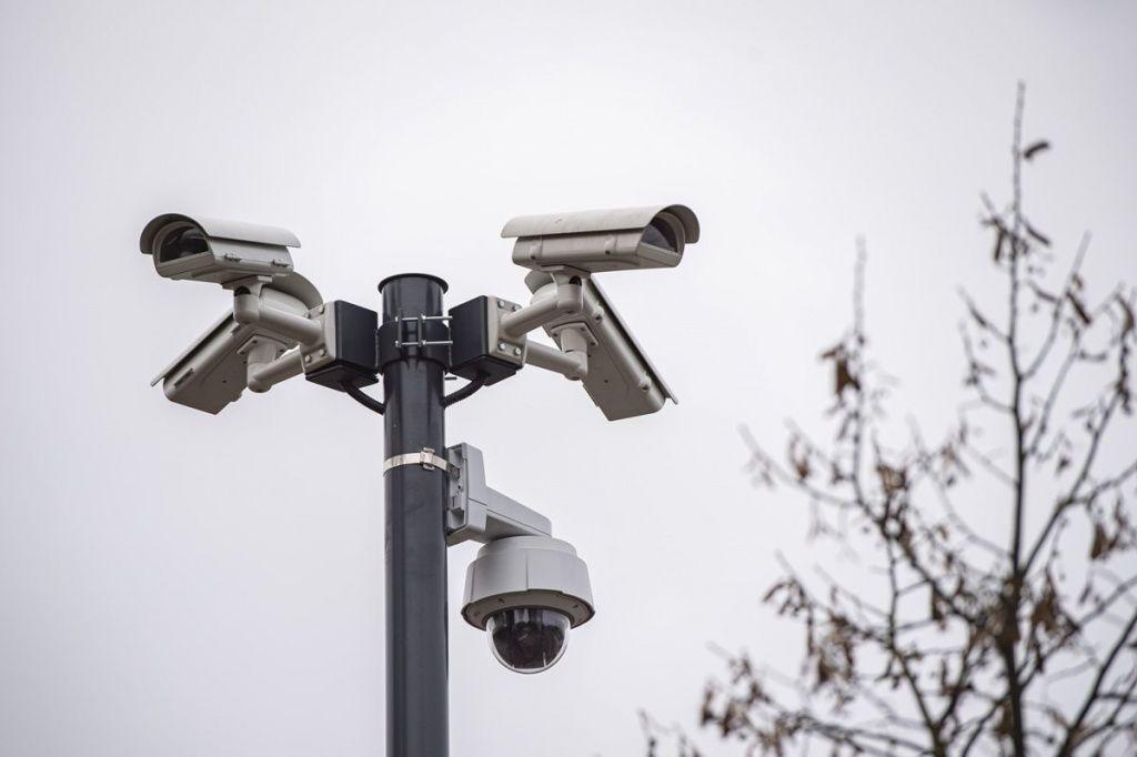 """W Łodzi będzie więcej kamer monitoringu miejskiego. """"Dzięki kamerom czuję się bezpieczniej"""" [lista osiedli] - Zdjęcie główne"""