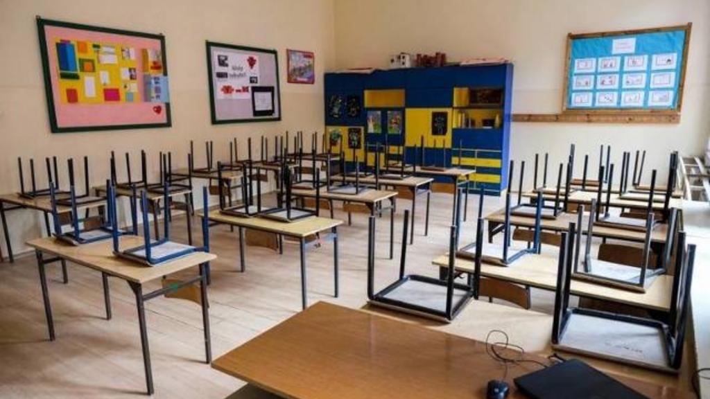 Zakażonych ponad 250 osób z oświaty. ZNP apeluje, by podstawówki przechodziły na edukację zdalną, decyzją dyrektora  - Zdjęcie główne
