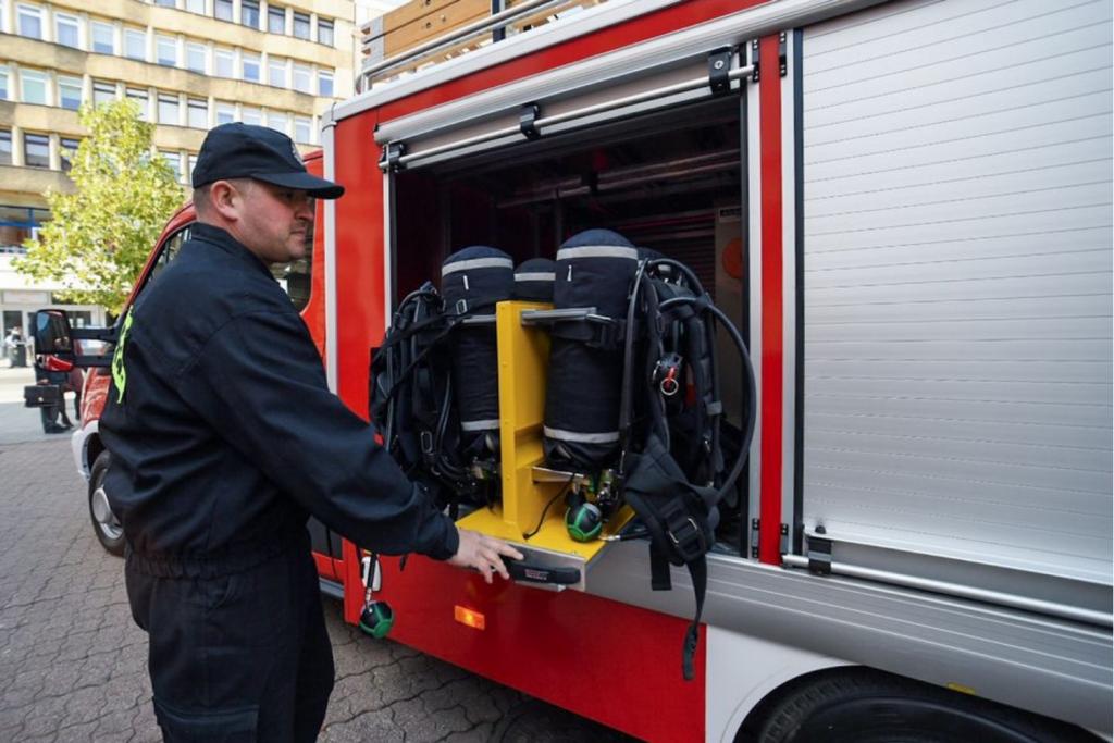 Straż pożarna zamiast karetki? Pogotowie ratunkowe nie może poradzić sobie z liczbą wyjazdów do pacjentów - Zdjęcie główne