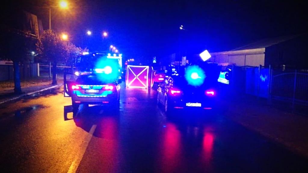 Tragiczny wypadek pod Łodzią. 41-latek pod kołami samochodu. Co się wydarzyło? - Zdjęcie główne