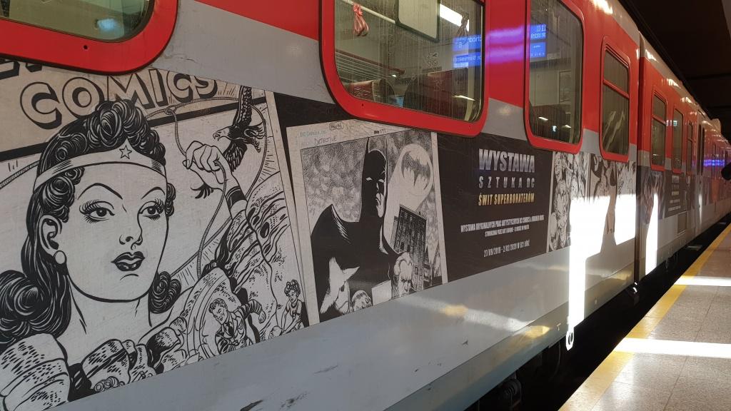 POLREGIO i EC1 zapraszają: wsiądź do pociągu do Gotham, weź udział w grze i wygraj zniżki na wystawę DC  - Zdjęcie główne