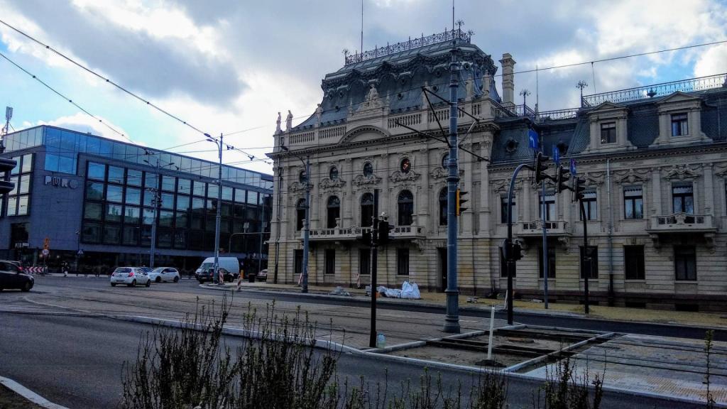 Utrudnienia w centrum Łodzi. Czy drogowcy zdążą do końca weekendu, czy roboty się przeciągną? - Zdjęcie główne