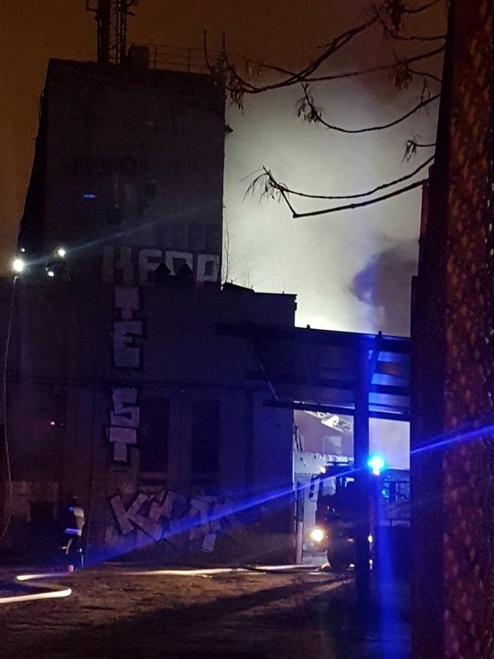 Pali się budynek przy Wólczańskiej AKTUALIZACJA [WIDEO + ZDJĘCIA] - Zdjęcie główne