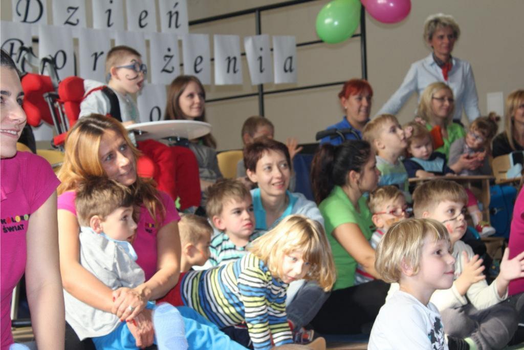 Talerze i sztućce na pomoc dzieciom - Zdjęcie główne