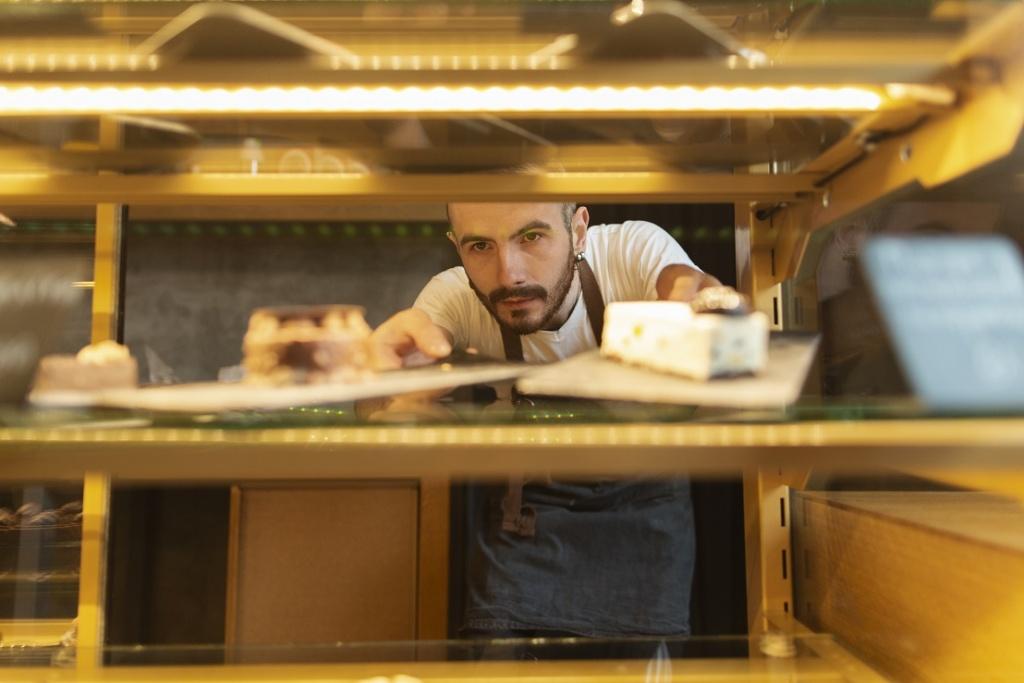 Wzrost płacy minimalnej może zrujnować małe firmy? Kto skorzysta na podwyżce?  - Zdjęcie główne