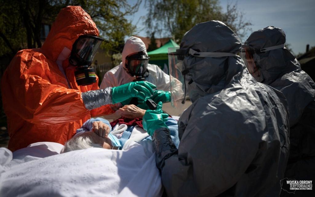 Liczba zakażeń i zgonów niebezpiecznie rośnie. W Łódzkiem na COVID-19 zmarło 27 kolejnych osób [RAPORT DOBOWY] - Zdjęcie główne