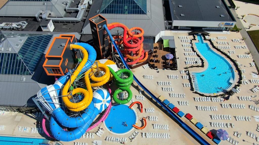 Aquapark Fala szykuje atrakcje na pożegnanie lata! W sobotę, 12 września na Fali specjalne zajęcia i konkursy - Zdjęcie główne