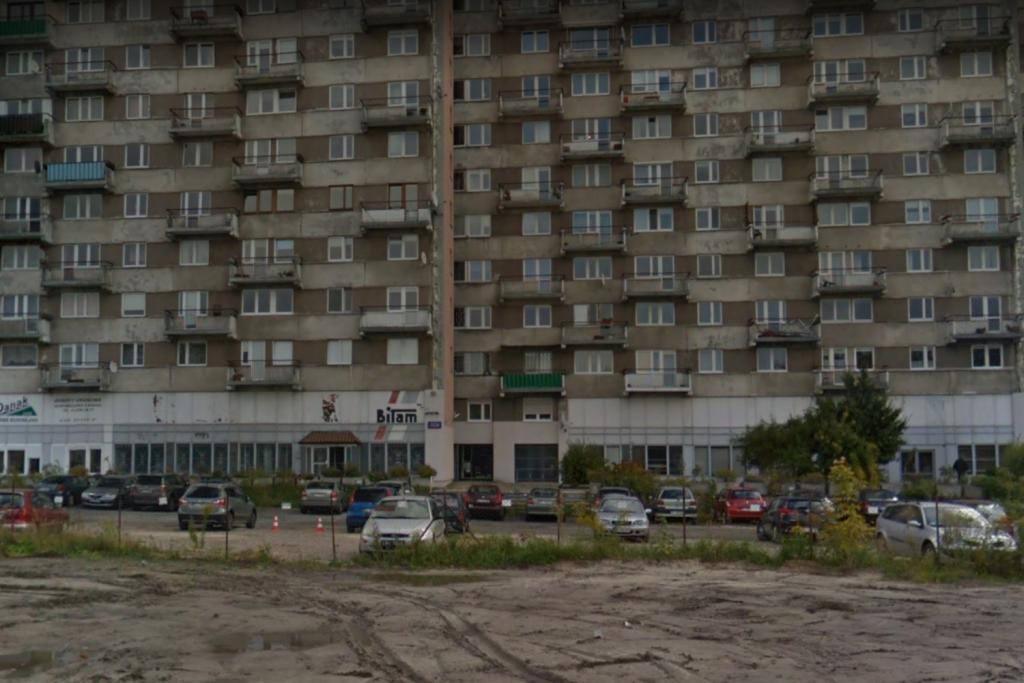 Czy mieszkańcy stracą dzierżawiony od lat parking w centrum Łodzi? Jakie plany ma wobec niego magistrat? - Zdjęcie główne