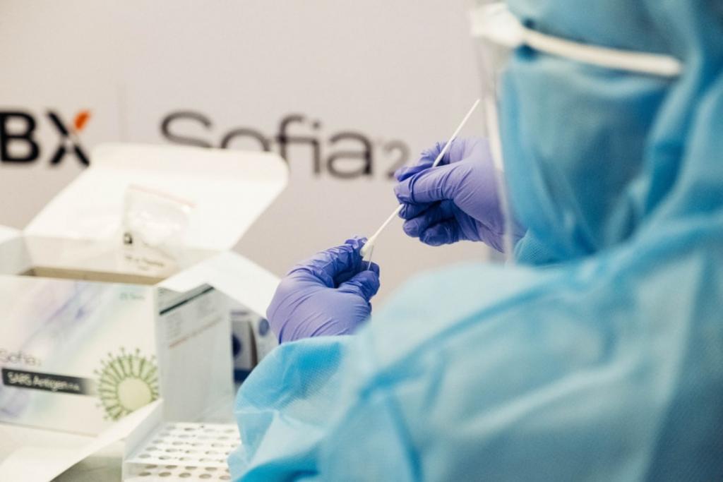 Jakie dwa symptomy brytyjscy naukowcy uznali za najważniejsze objawy koronawirusa?  - Zdjęcie główne