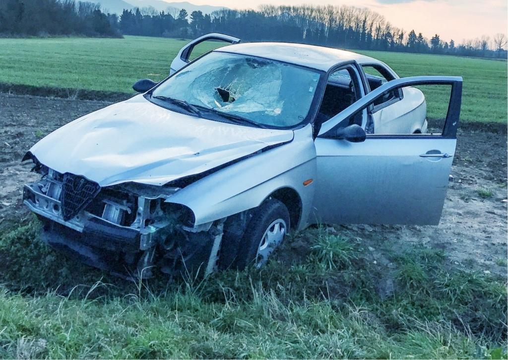 Śmiertelny wypadek w Łódzkiem: 28-letni kierowca BMW potracił pieszego bez odblasków [zdjęcia] - Zdjęcie główne
