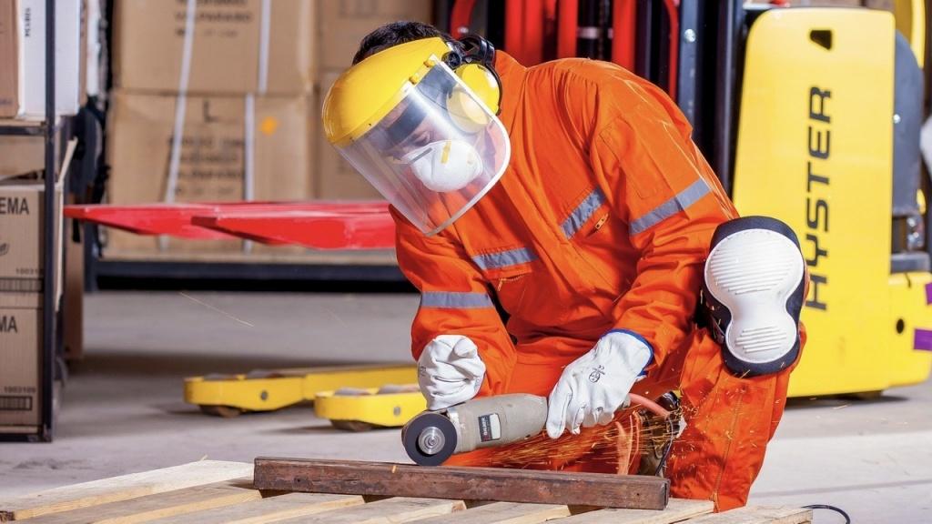 Teraz praca jest najważniejsza: Apel do rządu o bezpieczny powrót do pracy  - Zdjęcie główne