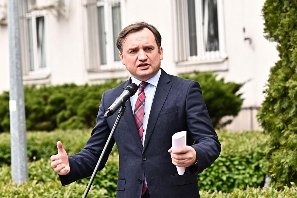 """Antylichwiarskie rozwiązania Ministra Sprawiedliwości: """"Nikt nie straci mieszkania z powodu niewielkiego długu"""" - Zdjęcie główne"""
