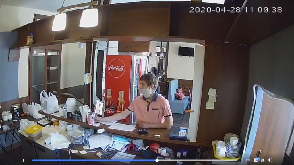 Perfidna kradzież w centrum Łodzi. Ukradł puszkę z datkami dla Fundacji Gajusz. Poszukuje go policja! [WIDEO   ZDJĘCIA] - Zdjęcie główne