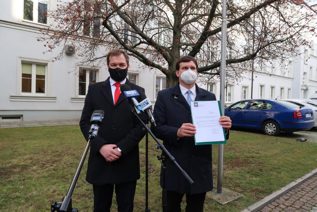 Radni PiS zarzucają magistratowi bezczynność w walce z pandemią. Miasto na to, że wydało już 50 mln   - Zdjęcie główne