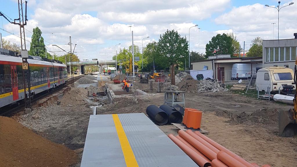 Trwa modernizacja linii kolejowej Łódź Kaliska - Zgierz. Nowe tory, perony i wiadukty [ZDJĘCIA] - Zdjęcie główne