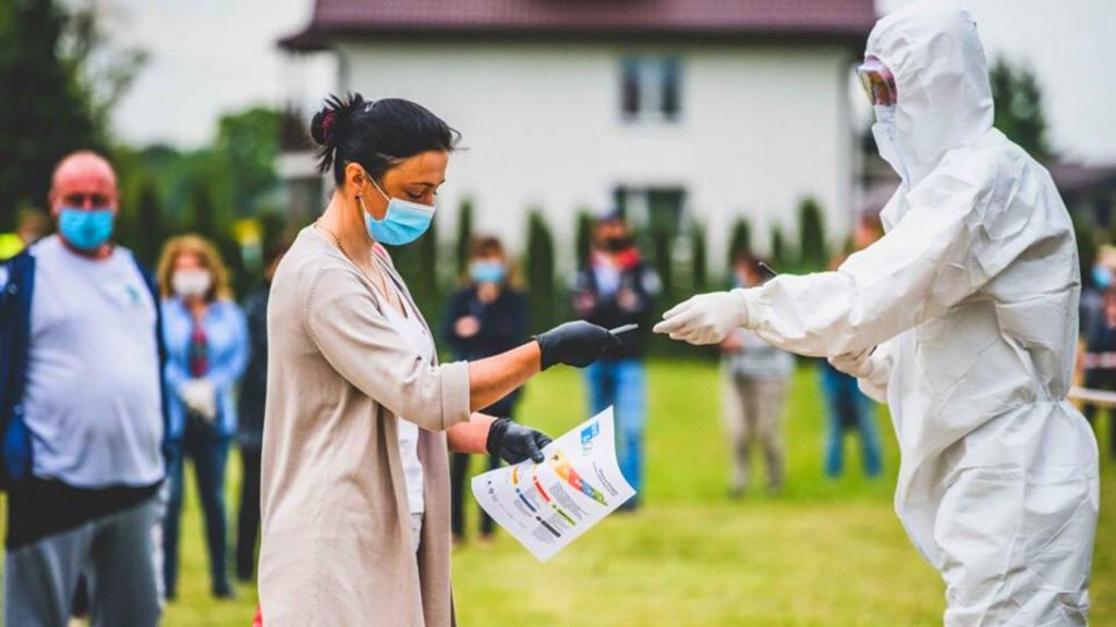 Nowy benefit dla pracowników - test na koronawirusa  - Zdjęcie główne