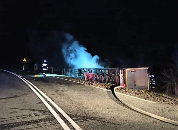 Poszło z dymem 500 e-hulajnóg za ponad milion zł! Pod Łodzią spłonął TIR  - Zdjęcie główne